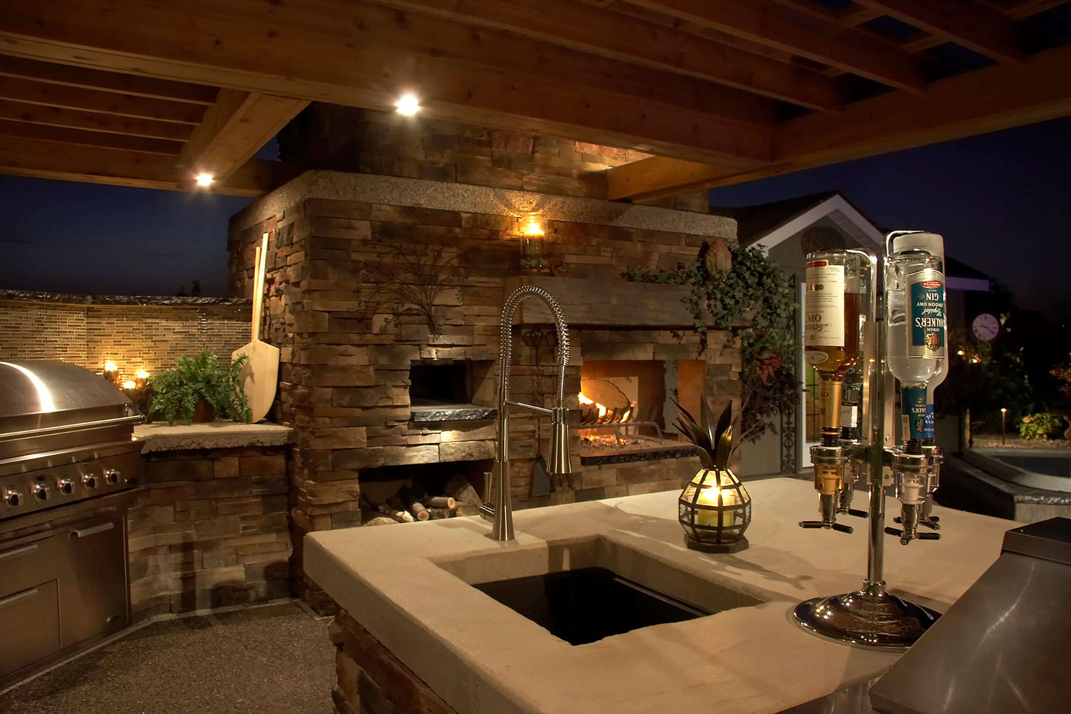 Outdoor Kitchens and Fireplaces